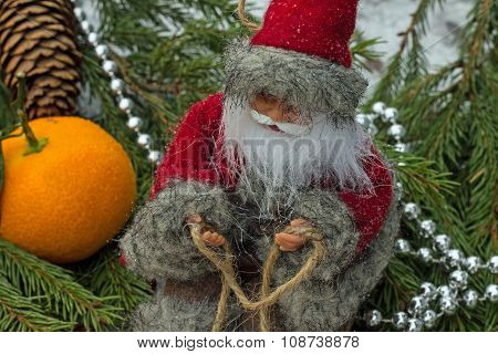 Christmas picture-Santa Claus hurries to holiday