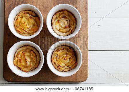 Rose-shaped Apple Cake