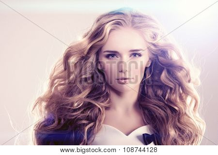 Model with long hair Blonde Waves Curls Hairstyle Hair Salon Updo Fashion model with shiny hair Woman with healthy hair girl with luxurious haircut Hair loss Girl with hair volume lights