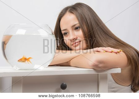 She Dreams Of Watching The Little Goldfish In An Aquarium