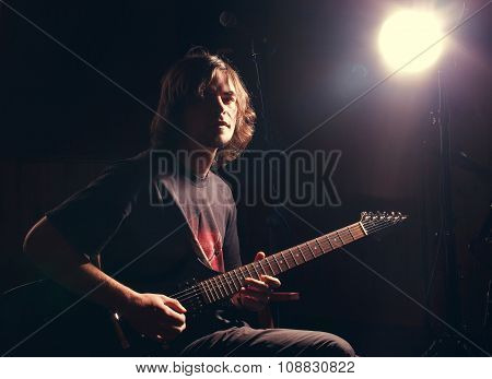 guitarist play on the electric guitar