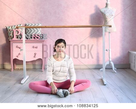 Girl In Pink Gymnastic Hall Try To Make Splits
