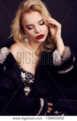 Woman With Blond Hair Wears Luxurious Dress,fur And Bijou