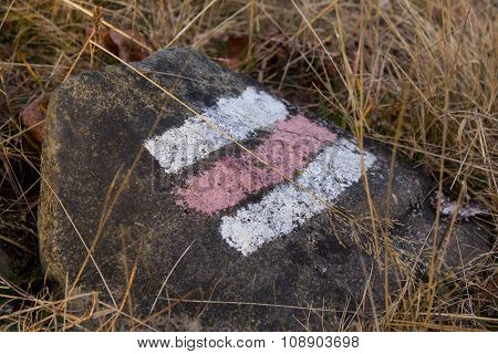 red and white hike path symbol in the stone