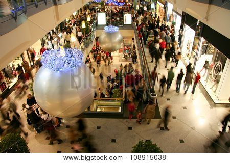 Bussy Mall On Christmas