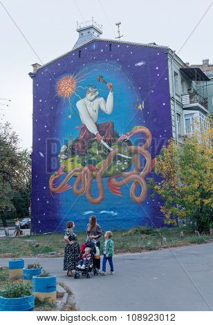 Kiev, Ukraine - September 25, 2015: Women Talking In Front Of His House Decorated With Graffiti