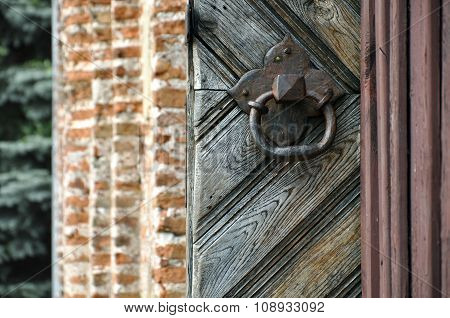 Old door handle in the form of a ring