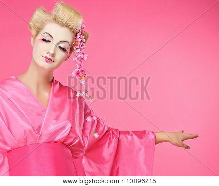 Hermosa baile geisha