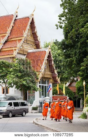Bangkok, Thailand - Circa August 2015: Buddhist Monks Are Walking Outside The Temple In  Bangkok