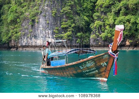 Phi Phi Lee Island, Thailand - Circa September 2015: Boat Sails In The Pileh Lagoon, Phi Phi Lee Isl