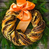 Постер, плакат: Saffron And Cinnamon Bread Wreath