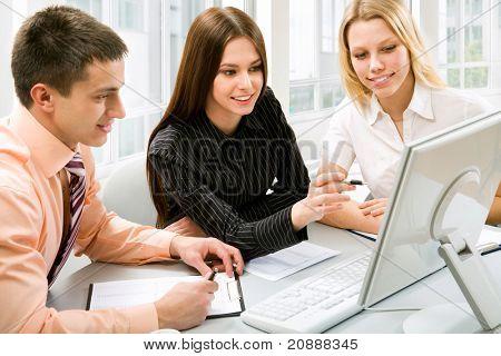 Jovens empresários para discutir um novo projeto