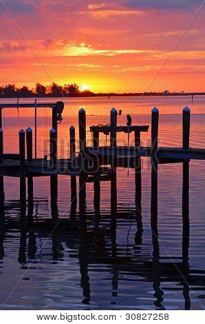 Bootsanlegestelle bei Sonnenaufgang