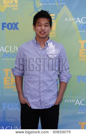 LOS ANGELES - AUG 7: Ki Hong Lee arrives at the 2011 Teen Choice Awards held at Gibson Amphitheatre on August 7, 2011 in Los Angeles, California