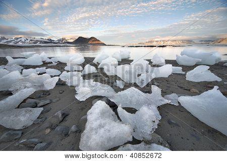Eis in der Arktis Strand Spitsbergen, Svalbard
