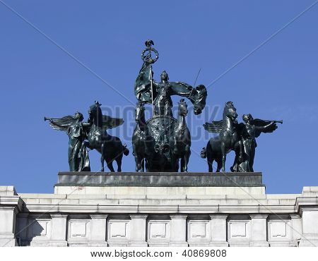 The Quadriga statue  on top of the Soldiers and Sailors Monument