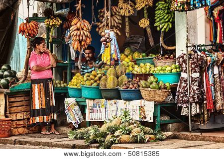 Bentota, Sri Lanka - Apr 27: Sellers In Street Shop Sell Fresh Fruits And Vegetables On Apr 27, 2013