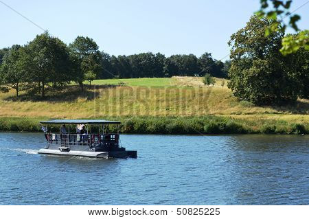Tourist boat at Leeds Castle