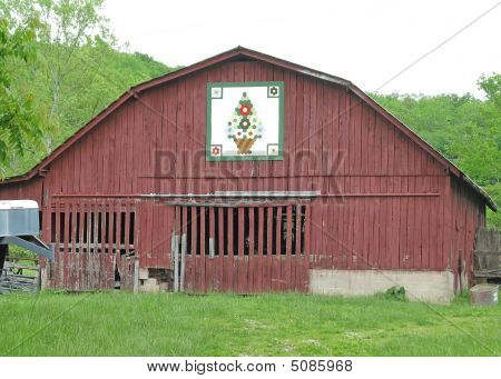 Rustic Barn With Quilt Pattern