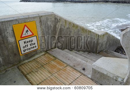 Keep off sea groyne sign.