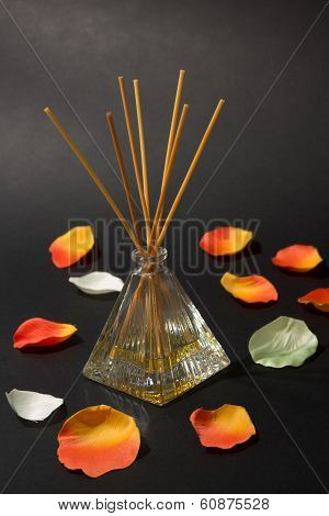 Aroma diffuser with petals