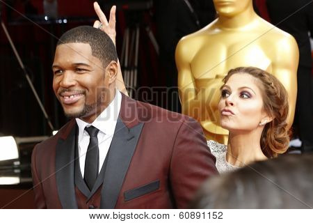 LOS ANGELES - MAR 2:  Michael Strahan, Maria Menounos at the 86th Academy Awards at Dolby Theater, Hollywood & Highland on March 2, 2014 in Los Angeles, CA