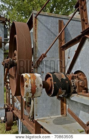 Worn-out threshing machine pulleys