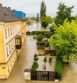 picture of flood  - flood 2013 linz - JPG