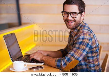 Enjoying Free Wi-fi In Cafe