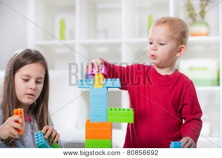 Two children play with cubes