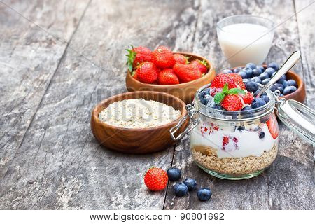 Fresh Yogurt With Oat Flakes And Berries