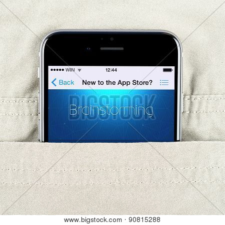 iPhone 6 displaying brainstorming application