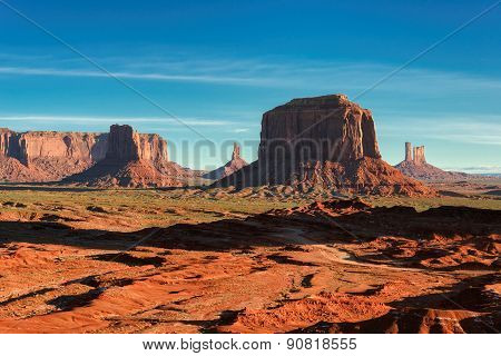Beautiful sunrise over the iconic Monument Valley