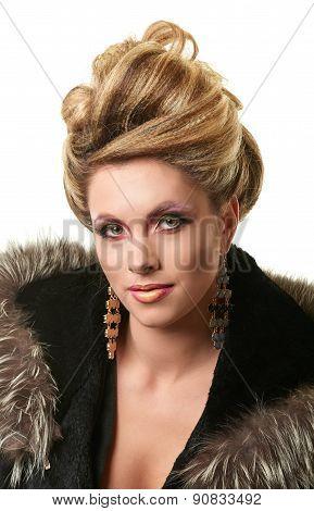 Portrait of elegant fashion woman