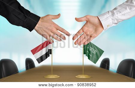 Yemen and Saudi Arabia diplomats agreeing on a deal