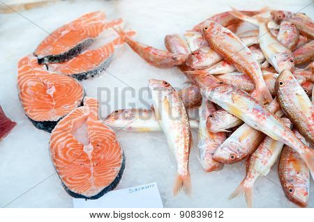 Red mullets and salmon slices