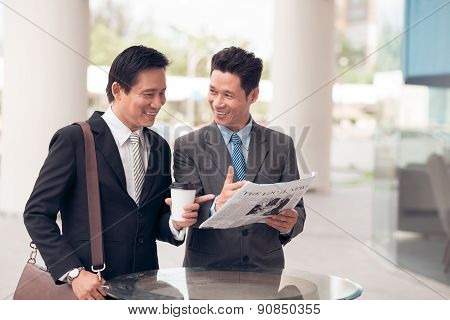 Discussing Newspaper