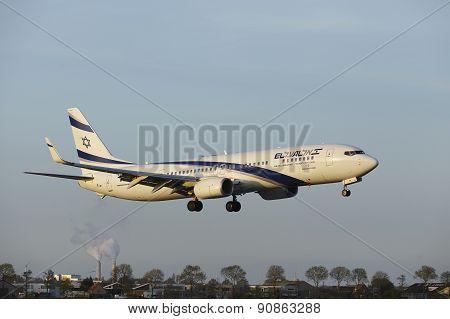 Amsterdam Airport Schiphol - Boeing 737 Of El Al Israel Airlines Lands
