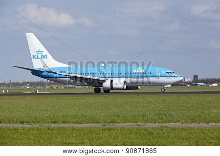 Amsterdam Airport Schiphol - Boeing 737 Of Klm Lands