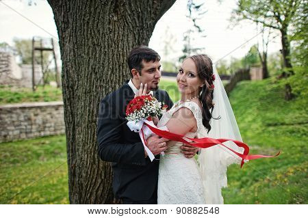 Wedding Couple Stay Down Tree