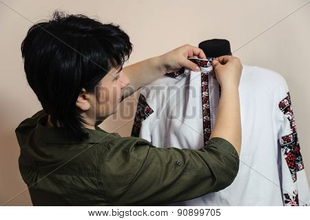 Female Tailor Captures Shirt Collar