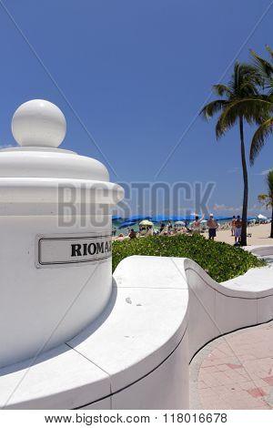 Riomar Sign And Beach Entrance