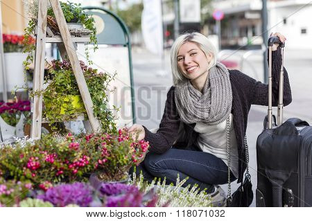 Smiling woman shopping flowers in the city