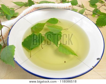 Bathing tea with birch leaves