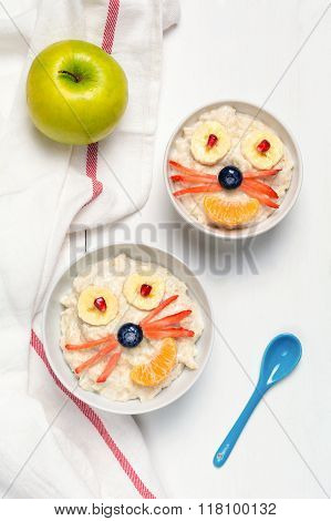 Breakfast for kids / Oatmeal porridge for kids