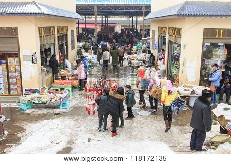 Da Shan Bao, China - February 2, 2016: People selling and buying in a local market of Da Shan Bao