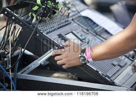 Disc jockey. DJ.