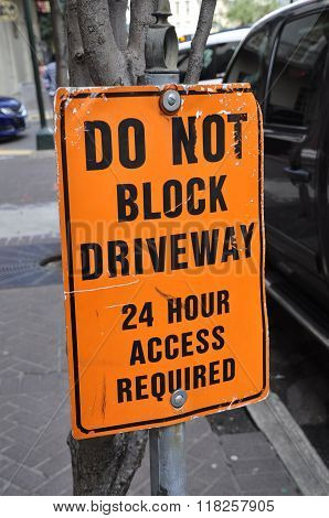 Sign - Do Not Block Driveway