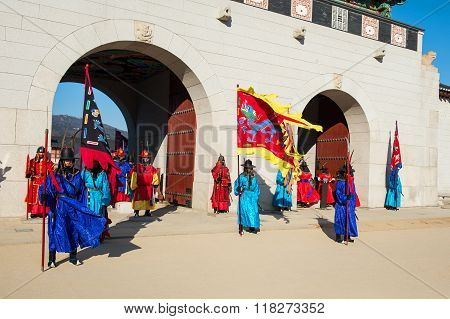 Soldier with traditional Joseon dynasty uniform guards the Gyeongbokgung Palace