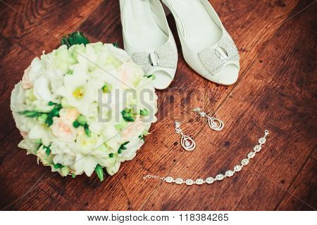 Women's Wedding Accessories